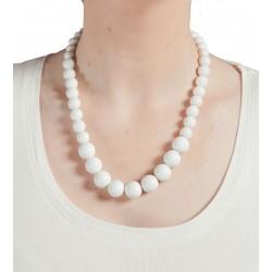 Collier perles blanches en plastique